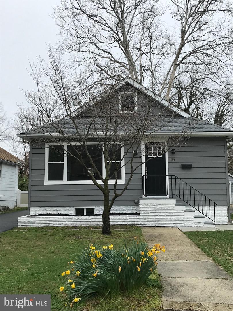 Single Family Homes per Vendita alle ore 39 MANOR Avenue Oaklyn, New Jersey 08107 Stati Uniti