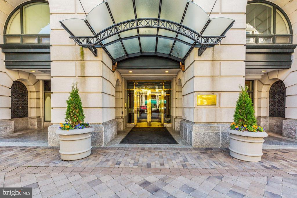 Front Entrance | Secure Building - 601 PENNSYLVANIA AVE NW #211, WASHINGTON