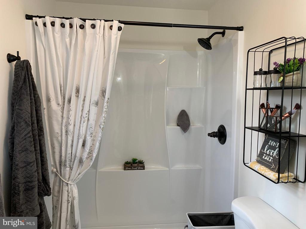 Wow! Check out the Master Bath!!! - 403 CONSTITUTION BLVD, LOCUST GROVE
