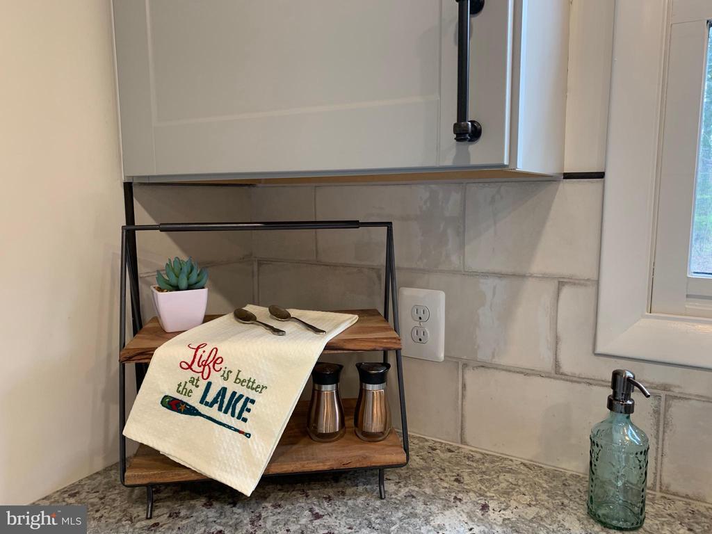LOVE LOVE LOVE the Tile Backsplash! - 403 CONSTITUTION BLVD, LOCUST GROVE