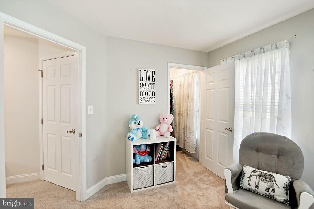 Second Bedroom w/ Walk In Closet - 308 S PAYNE ST, ALEXANDRIA