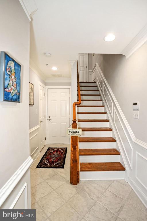 Foyer Entrance - 308 S PAYNE ST, ALEXANDRIA