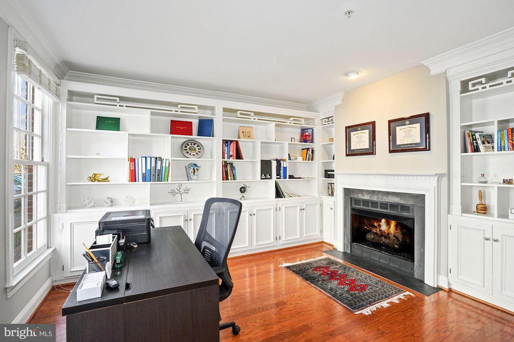 First Level Study w/ Gas Fireplace - 308 S PAYNE ST, ALEXANDRIA