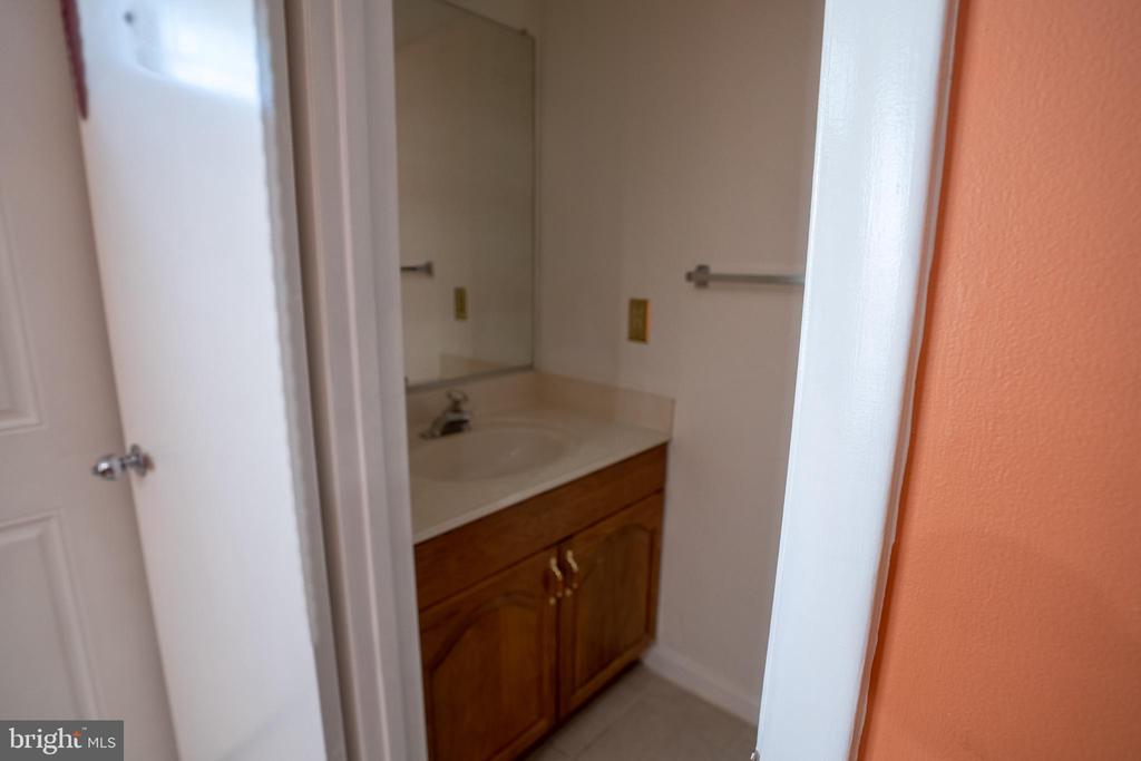 Powder room on main level for your guests! - 13920 HIGHSTREAM PL #693, GERMANTOWN