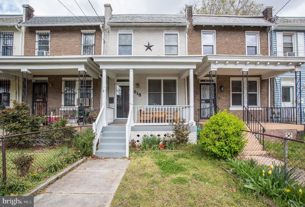 Front porch neighborhood - 618 EVARTS ST NE, WASHINGTON