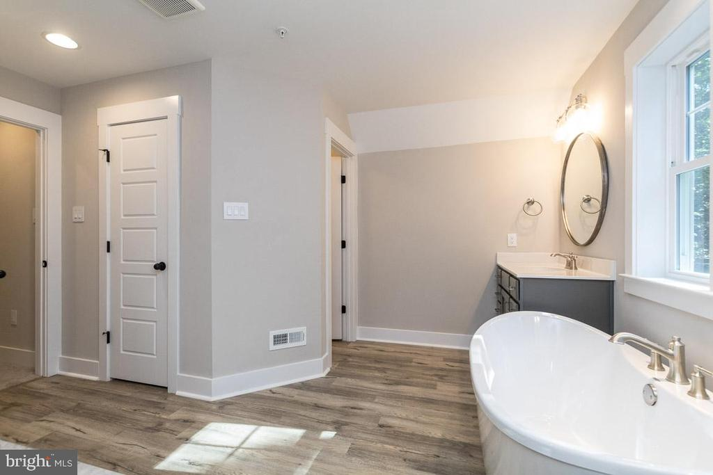 Relax in fantastic tub. - 3012 (LOT 3) THURSTON RD., FREDERICK