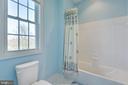 Full bath between Bedrooms 2 and 3 - 20240 MCNAMARA RD, POOLESVILLE