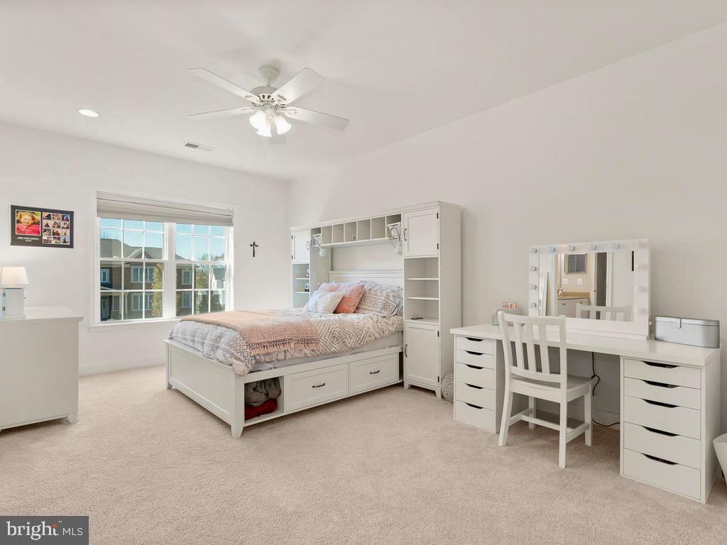 Spacious 3rd Bedroom with walk in closet - 41488 DEER POINT CT, ALDIE