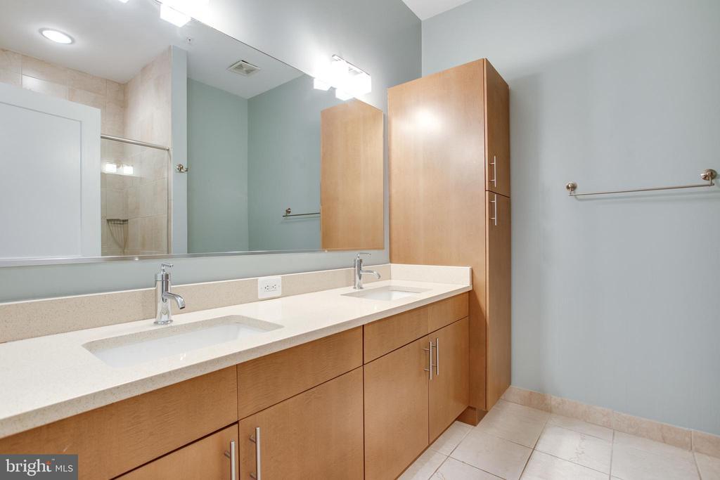 BIG Master Bath w/Dual Sink Vanity - 1515 11TH ST NW #1-2, WASHINGTON