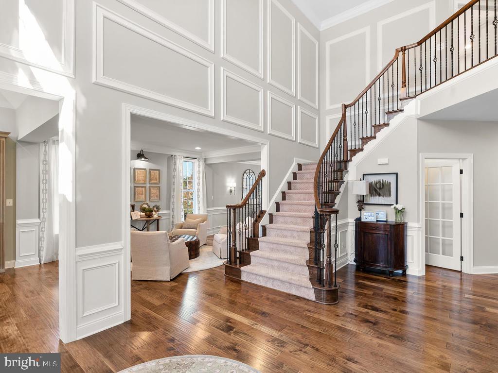 Stunning hardwood floors & curved staircase - 41488 DEER POINT CT, ALDIE