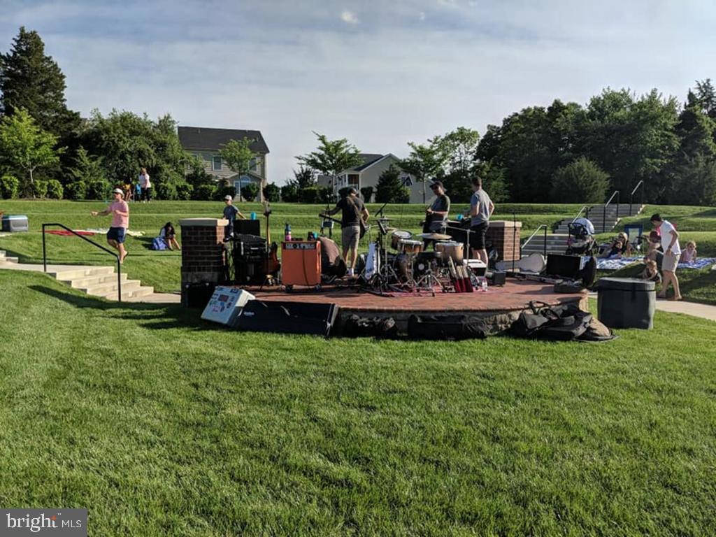 Neighborhood concert at the Amphitheater - 41488 DEER POINT CT, ALDIE