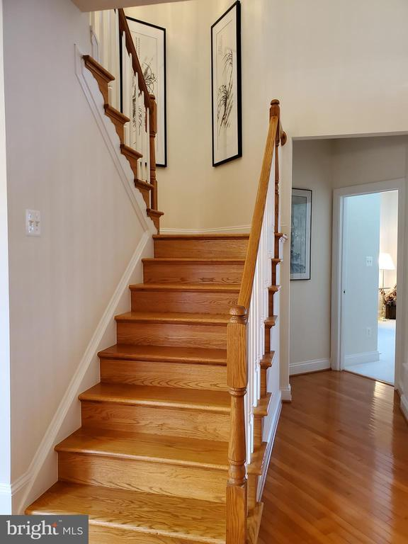 Stairs to upper level - 43592 MERCHANT MILL TER, LEESBURG