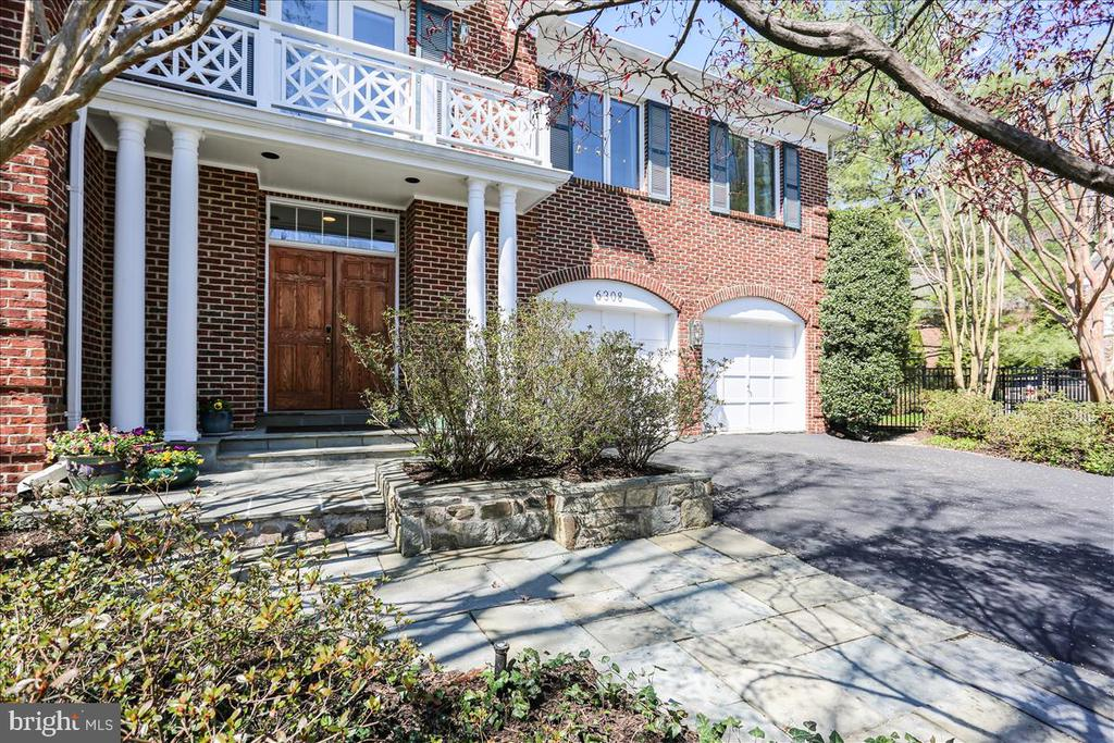 Front Walkway and Entrance - 6308 MOUNTAIN BRANCH CT, BETHESDA