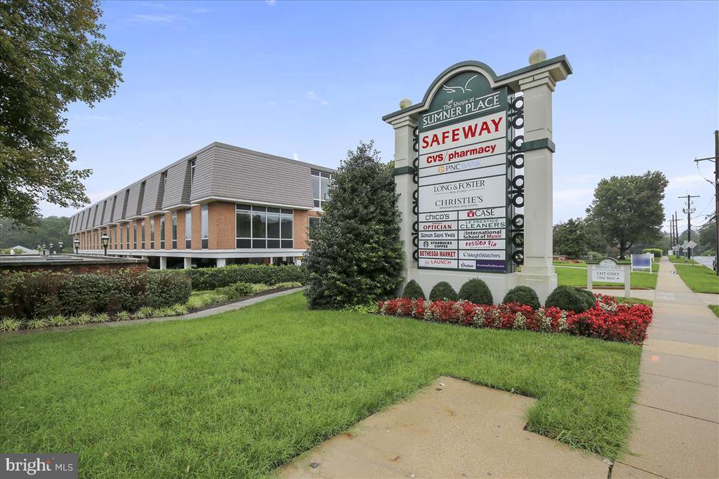 Sumner Shopping Center - 6308 MOUNTAIN BRANCH CT, BETHESDA