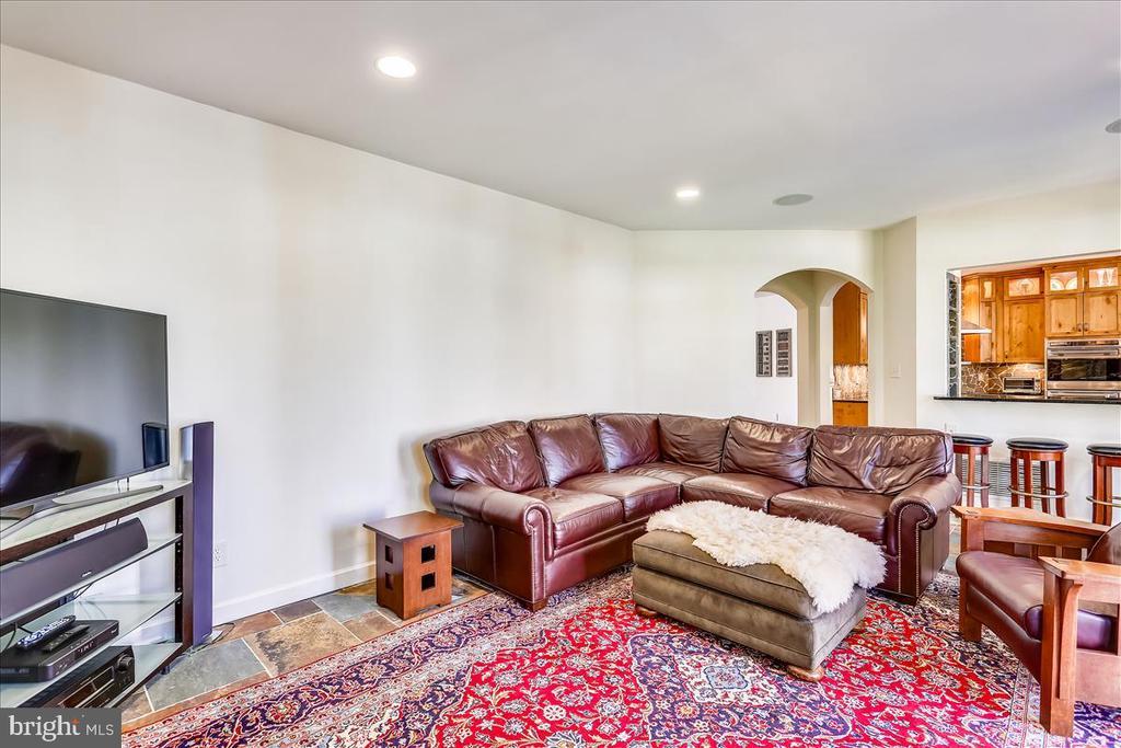 Family Room - 6308 MOUNTAIN BRANCH CT, BETHESDA