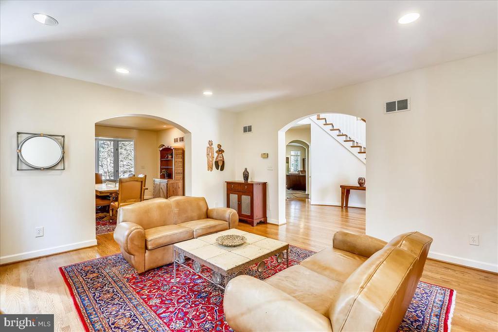 Living Room - 6308 MOUNTAIN BRANCH CT, BETHESDA