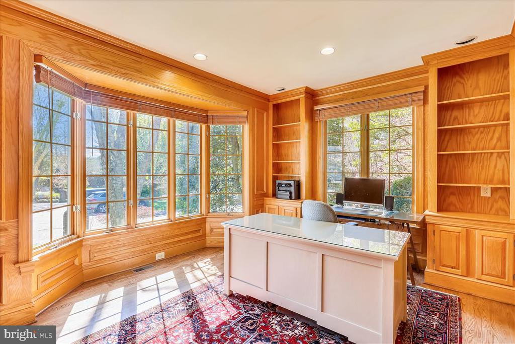 Office/Study with Built-ins - 6308 MOUNTAIN BRANCH CT, BETHESDA