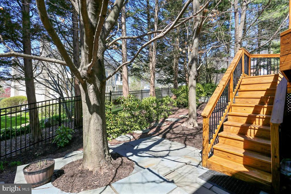 Stairs to Deck - 6308 MOUNTAIN BRANCH CT, BETHESDA