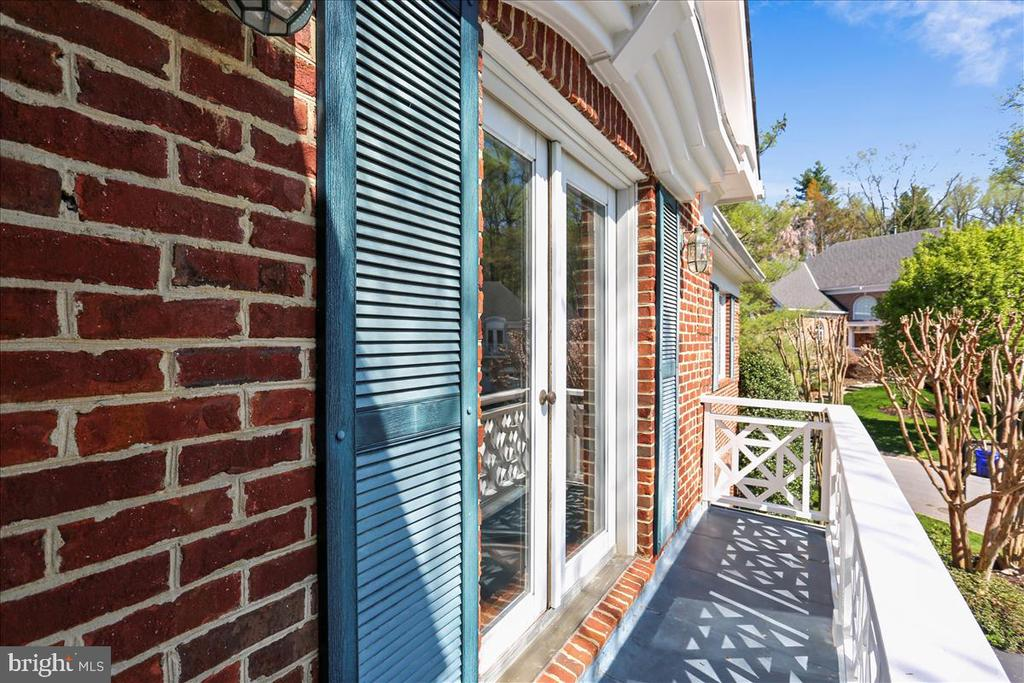 Upper Level Front Balcony - 6308 MOUNTAIN BRANCH CT, BETHESDA
