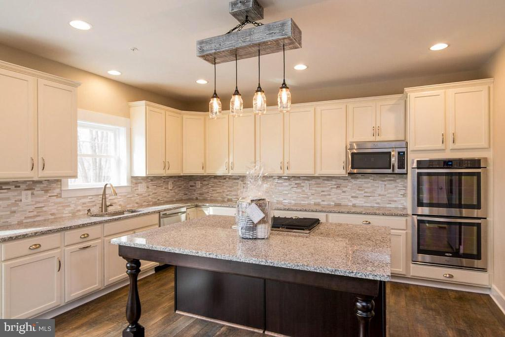 Gourmet kitchen with tons of storage. - 7136 MASTERS RD, NEW MARKET