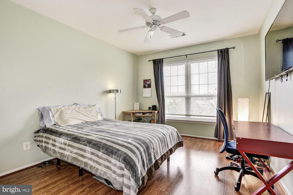 Guest BR with ensuite bath = rental income! - 1571 SPRING GATE DR #6314, MCLEAN