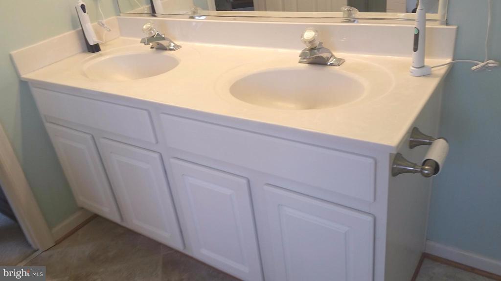Bath (Master) double sinks - 6587 KIERNAN CT, ALEXANDRIA