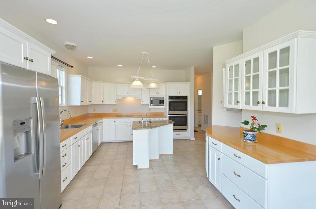 Kitchen has butcher block counters - 19771 GREGGSVILLE RD, PURCELLVILLE