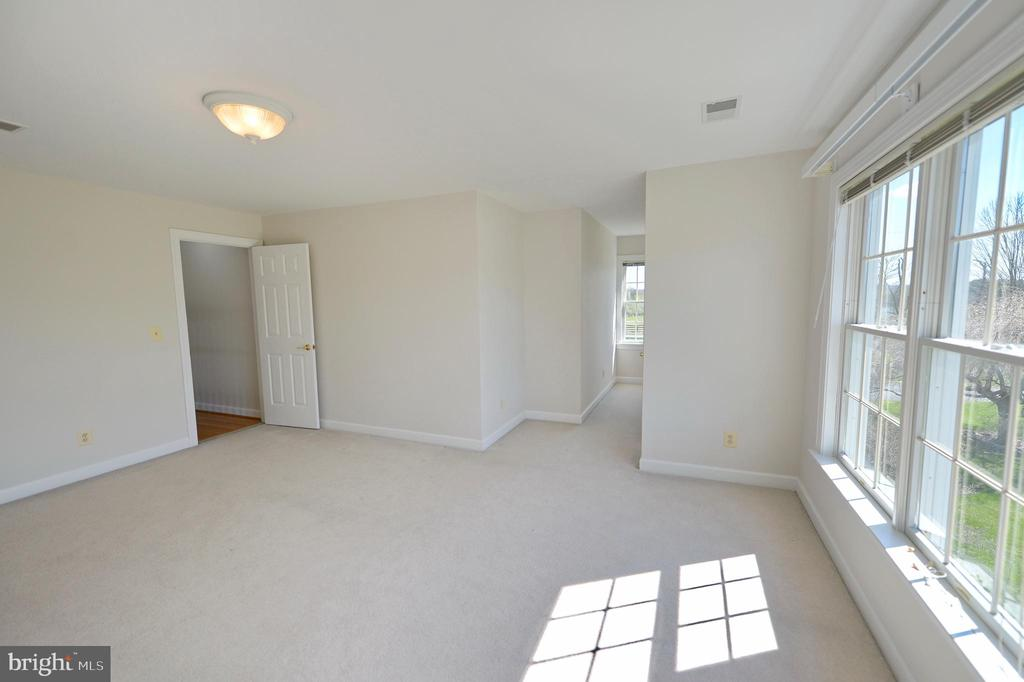 Upper level den (could be 6th bedroom) - 19771 GREGGSVILLE RD, PURCELLVILLE