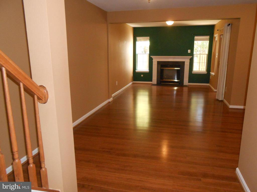 Rec Room - Laminate Flooring - 8866 MOAT CROSSING PL, BRISTOW