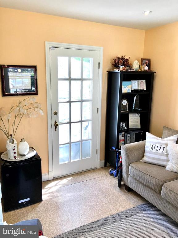 Home office or den with walkout to rear garden - 7411 RIDGEWOOD AVE, CHEVY CHASE