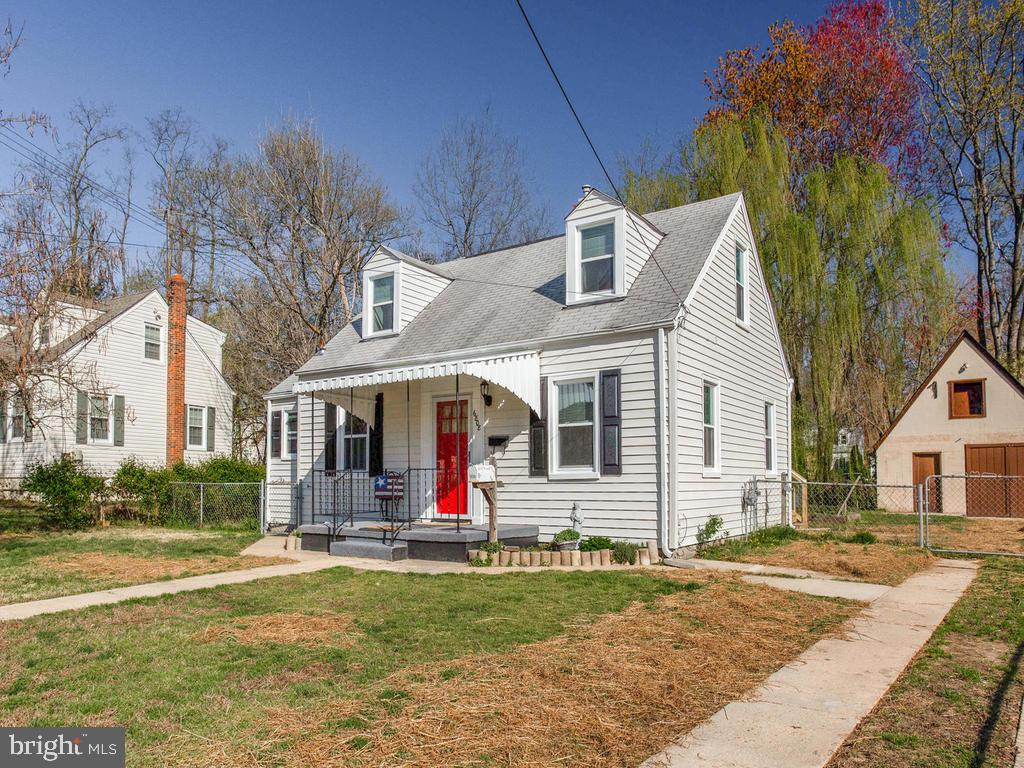 Adorable Cape Cod with lots of square footage! - 6808 PICKETT DR, MORNINGSIDE