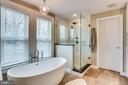 Stunning master bath with soaking tub and shower - 900 N FREDERICK ST, ARLINGTON