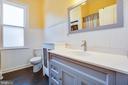 Spacious shared bath on the second floor - 1112 CHARLES ST, FREDERICKSBURG