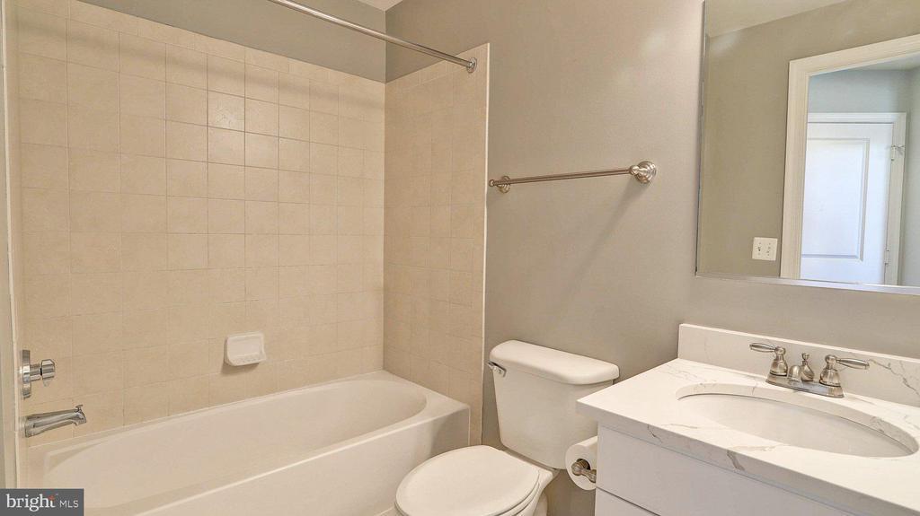 Bath #2 - 3650 S GLEBE RD #651, ARLINGTON