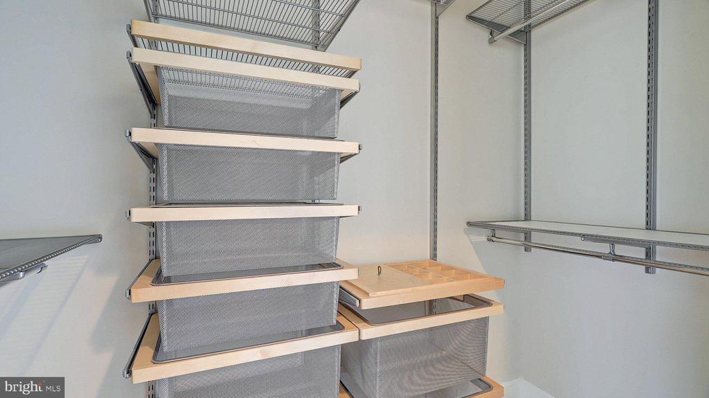 Premium closet fittings - 3650 S GLEBE RD #651, ARLINGTON