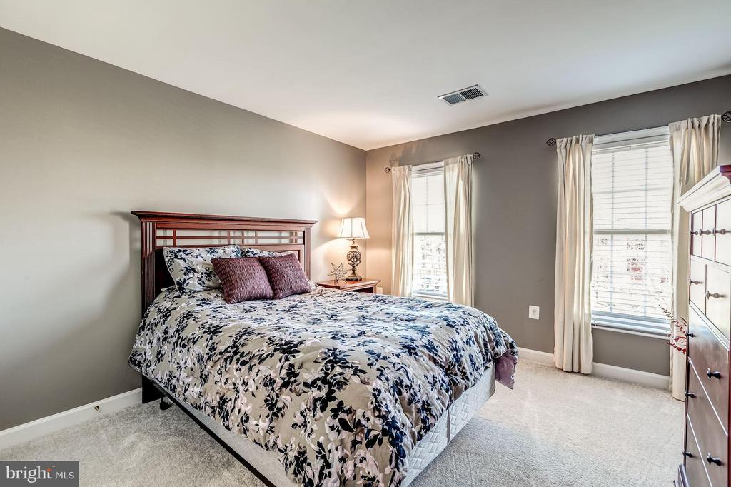 Bedroom 2 with Private Full Bath - 20700 ASHBURN STATION PL, ASHBURN