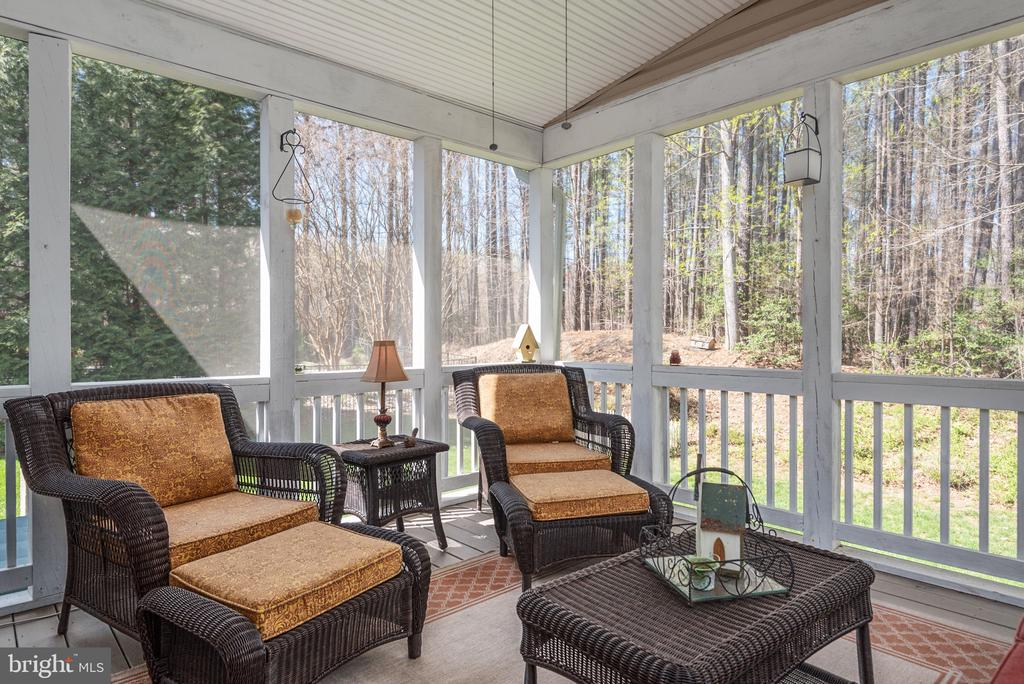 BEAUTIFUL SCREENED IN PORCH - 6 TOREY CT, STAFFORD