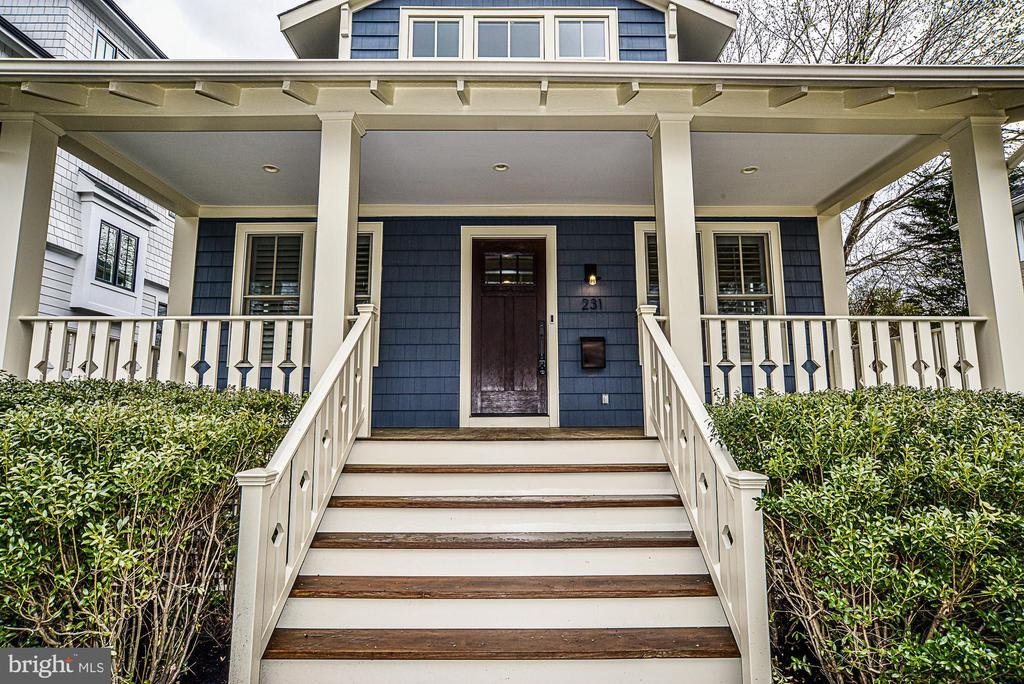 Welcome home! - 231 N EDGEWOOD ST, ARLINGTON