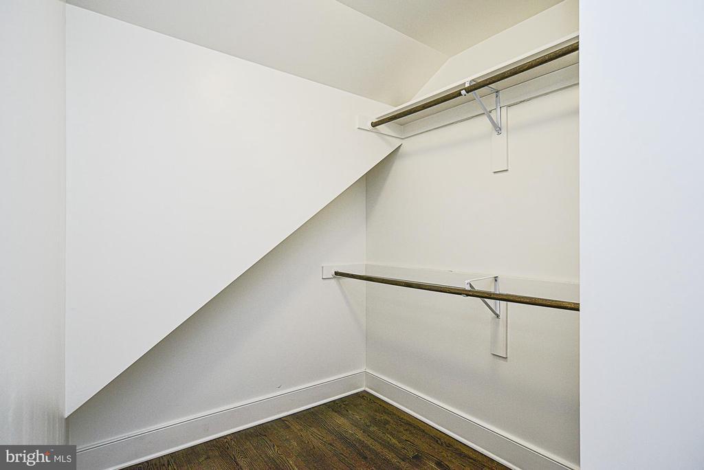 Master bedroom walk in closet - 231 N EDGEWOOD ST, ARLINGTON