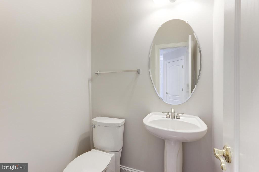 Half bathroom - 43965 RIVERPOINT DR, LEESBURG