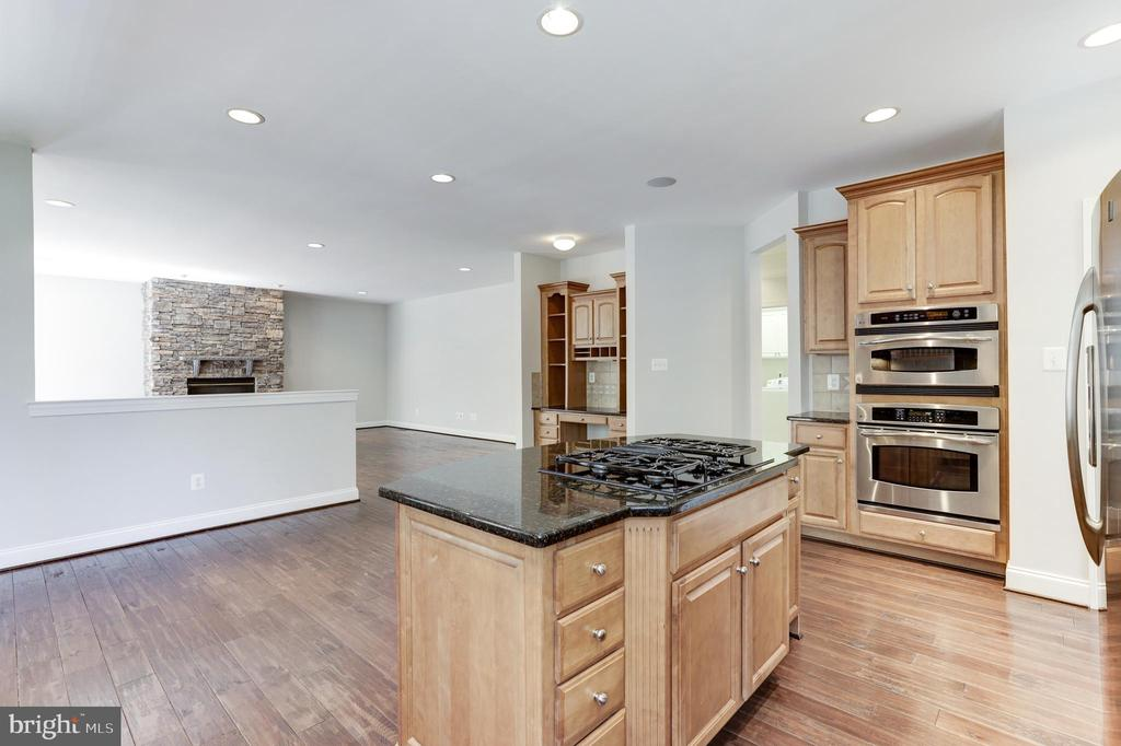 - 43965 RIVERPOINT DR, LEESBURG