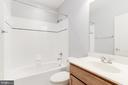 Full fourth bathroom - 43965 RIVERPOINT DR, LEESBURG
