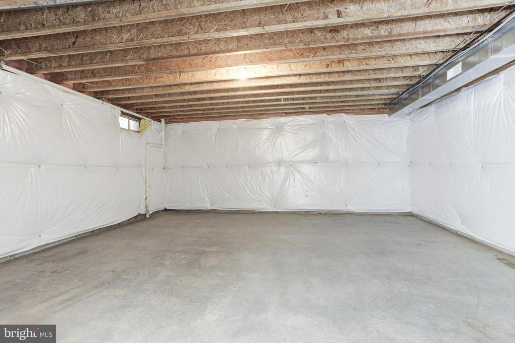 Unfinished area for home theater - 43965 RIVERPOINT DR, LEESBURG