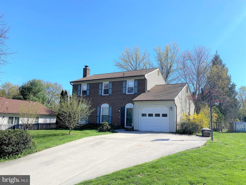 Lovely brick front colonial with 1 car garage - 12803 SCRANTON CT, HERNDON
