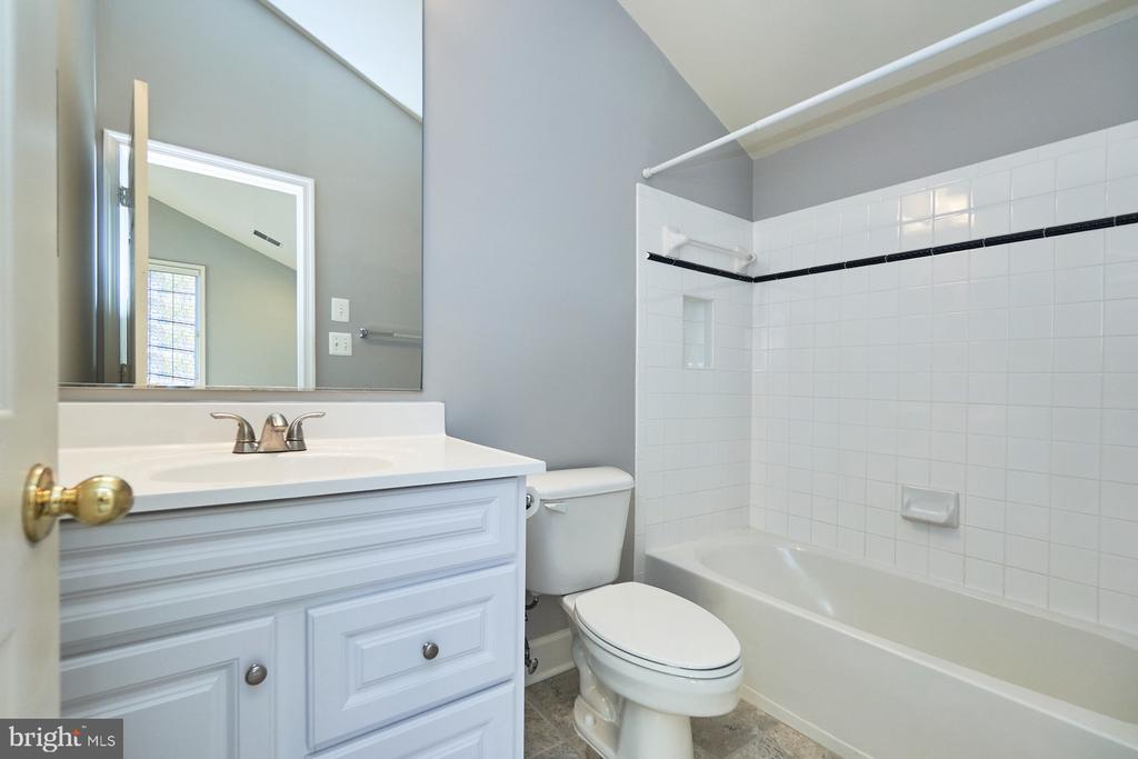 Bedroom Suite Bath - 18441 LANIER ISLAND SQ, LEESBURG
