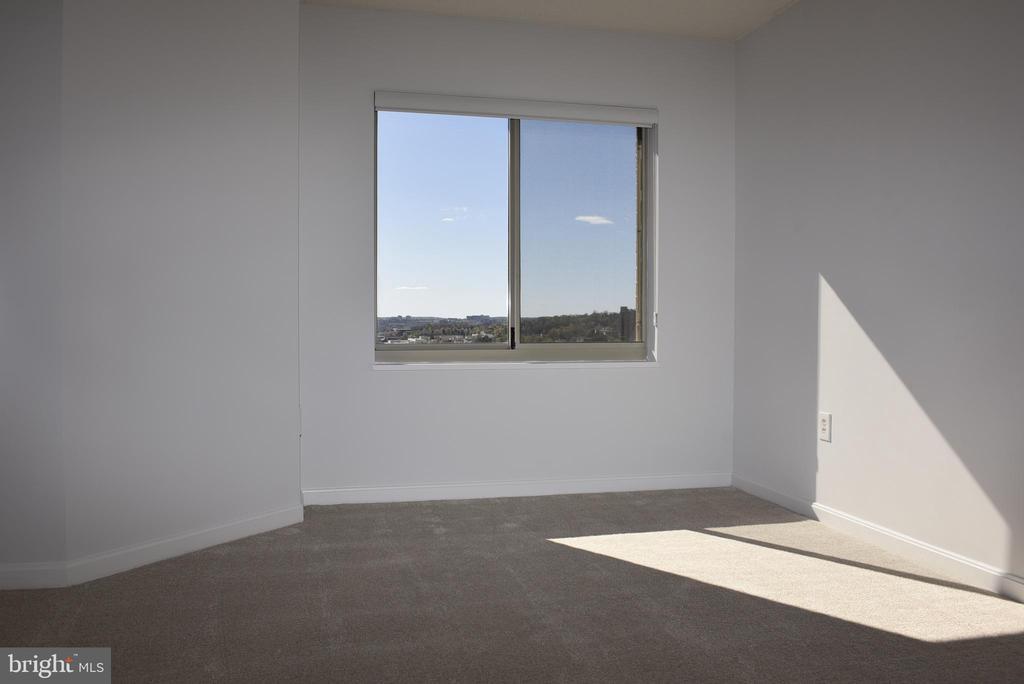 Master Bedroom has new carpet and paint - 2151 JAMIESON AVE #1903, ALEXANDRIA