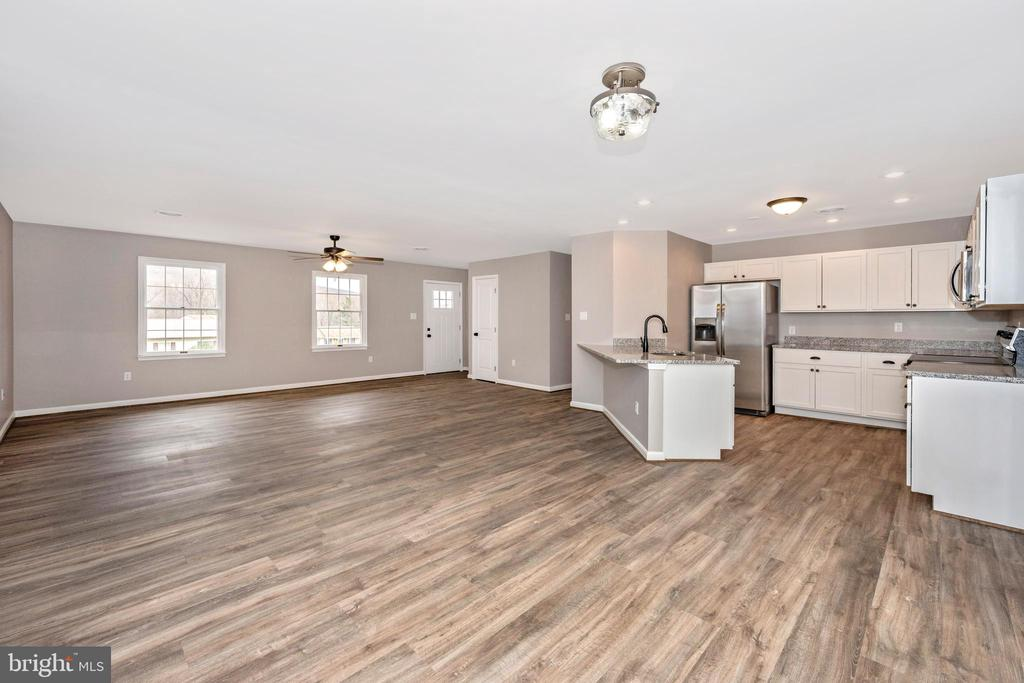 Family/Dining/Kitchen Combo - 524 GATEWAY DR W, THURMONT