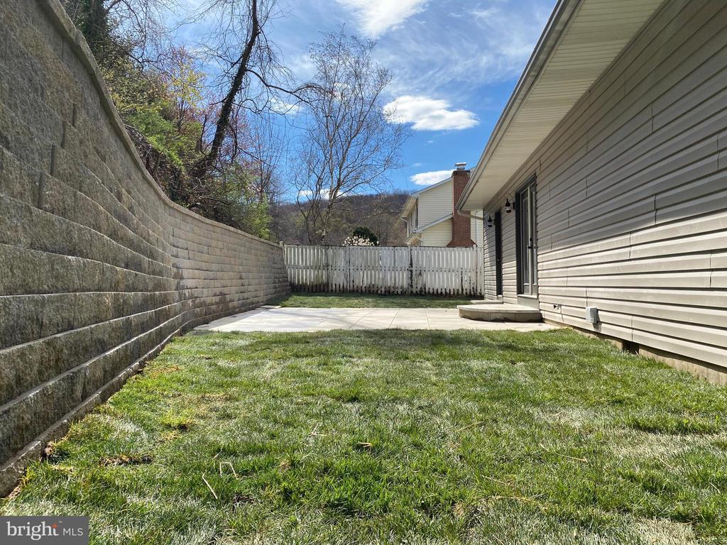Back Yard/Patio - 524 GATEWAY DR W, THURMONT