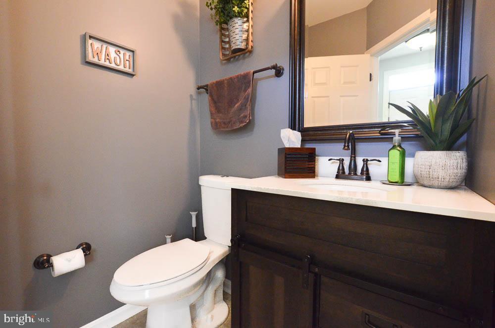 Beautifully upgraded main level half bathroom - 191 CONNERY TER SW, LEESBURG