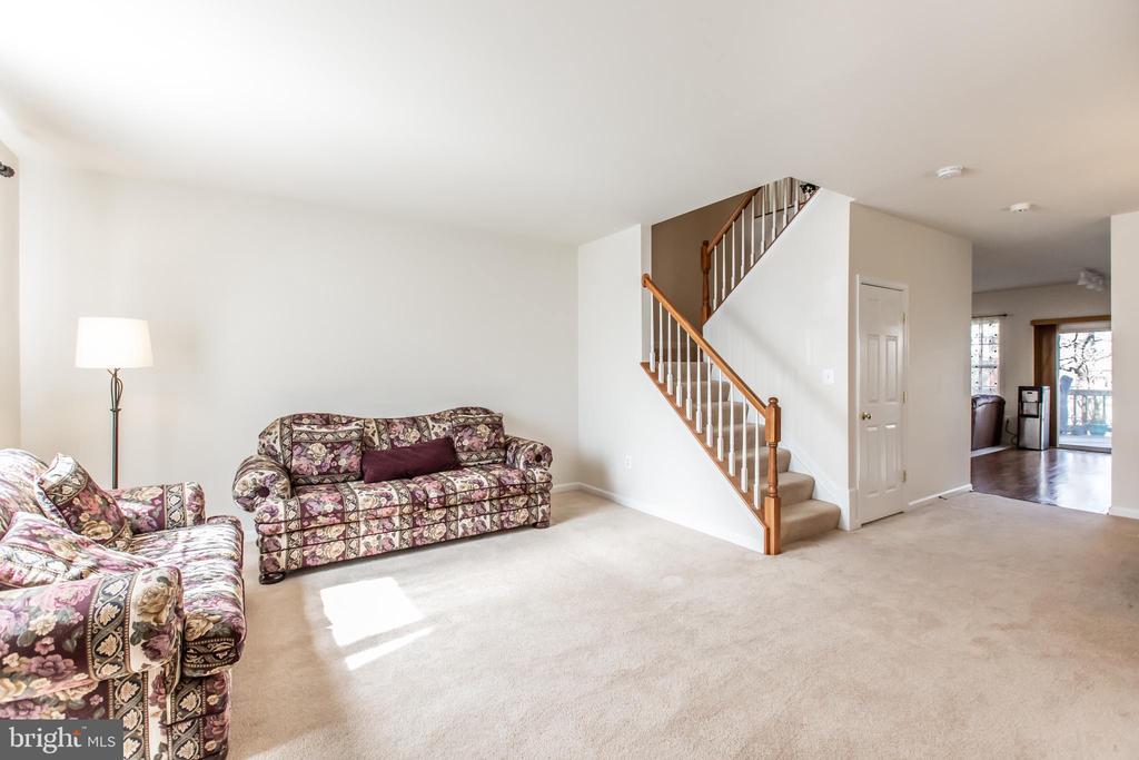 Large Open Floor Plan! - 9648 SAYBROOKE DR, BRISTOW